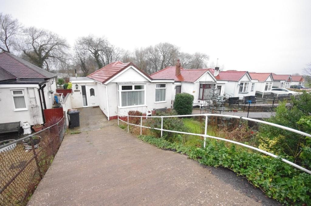 2 Bedrooms Detached Bungalow for sale in Mostyn Road, Gronant