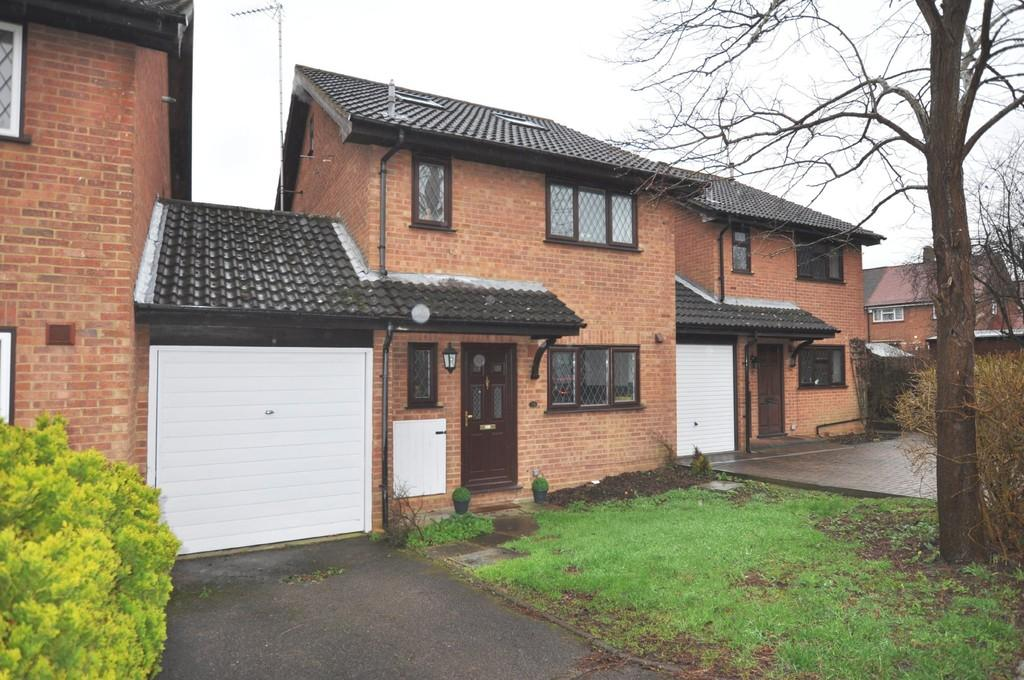 4 Bedrooms Link Detached House for sale in Stonecrop Road, Guildford