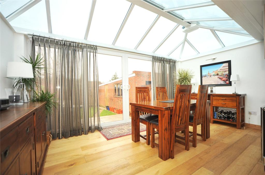 2 Bedrooms Semi Detached Bungalow for sale in Arnolds Close, Hutton, Brentwood, Essex, CM13