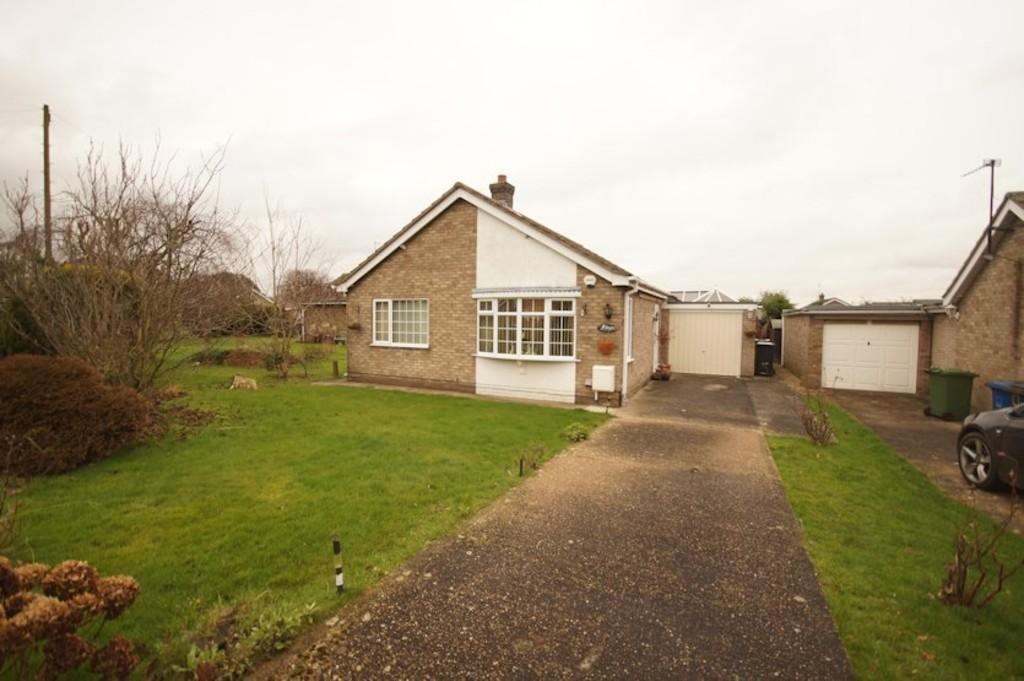 2 Bedrooms Detached Bungalow for sale in Meadow Rise, Saxilby