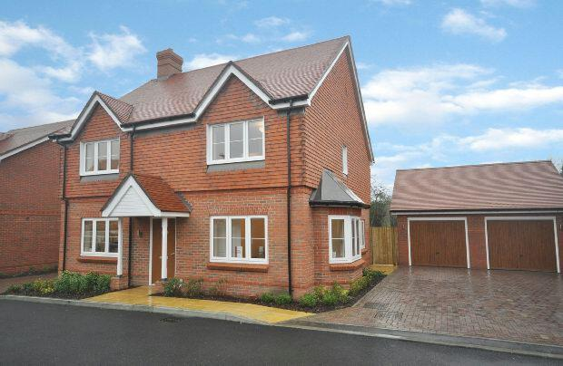 4 Bedrooms Detached House for sale in Mohawk Gardens, Woodley, Reading,