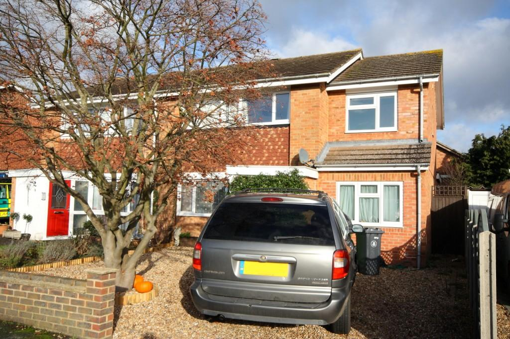 4 Bedrooms Semi Detached House for sale in Bisley, Woking