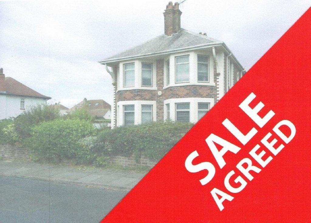 4 Bedrooms Detached House for sale in SEVERN ROAD, PORTHCAWL, CF36 3LW