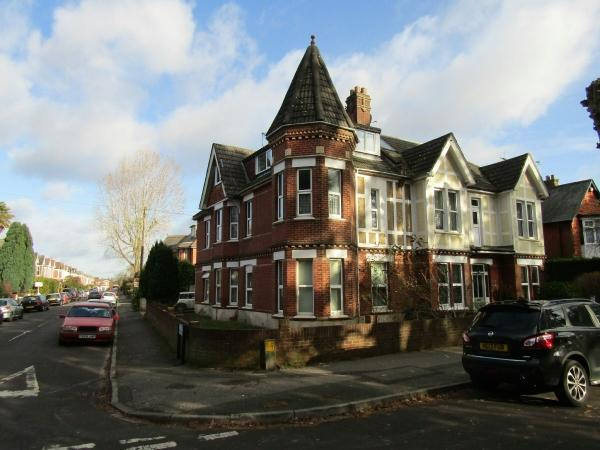 2 Bedrooms Flat for sale in Fortescue Road, Charminster