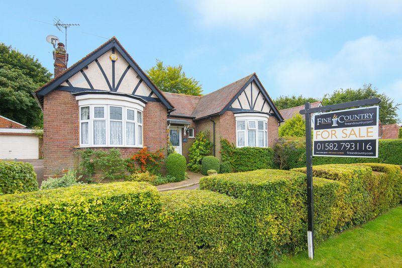 4 Bedrooms Detached House for sale in Tring Road, West Dunstable