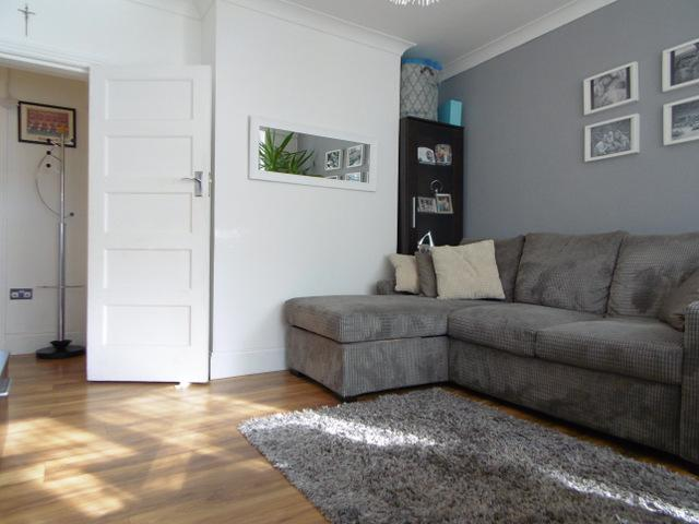 2 Bedrooms Flat for sale in Hill Court, Hanger Lane, Ealing