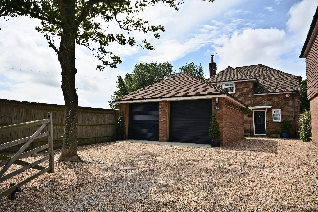 3 Bedrooms Detached House for sale in Netherfield, Battle