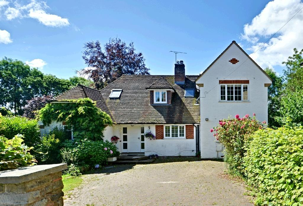 5 Bedrooms Detached House for sale in Copthall Avenue, Hawkhurst