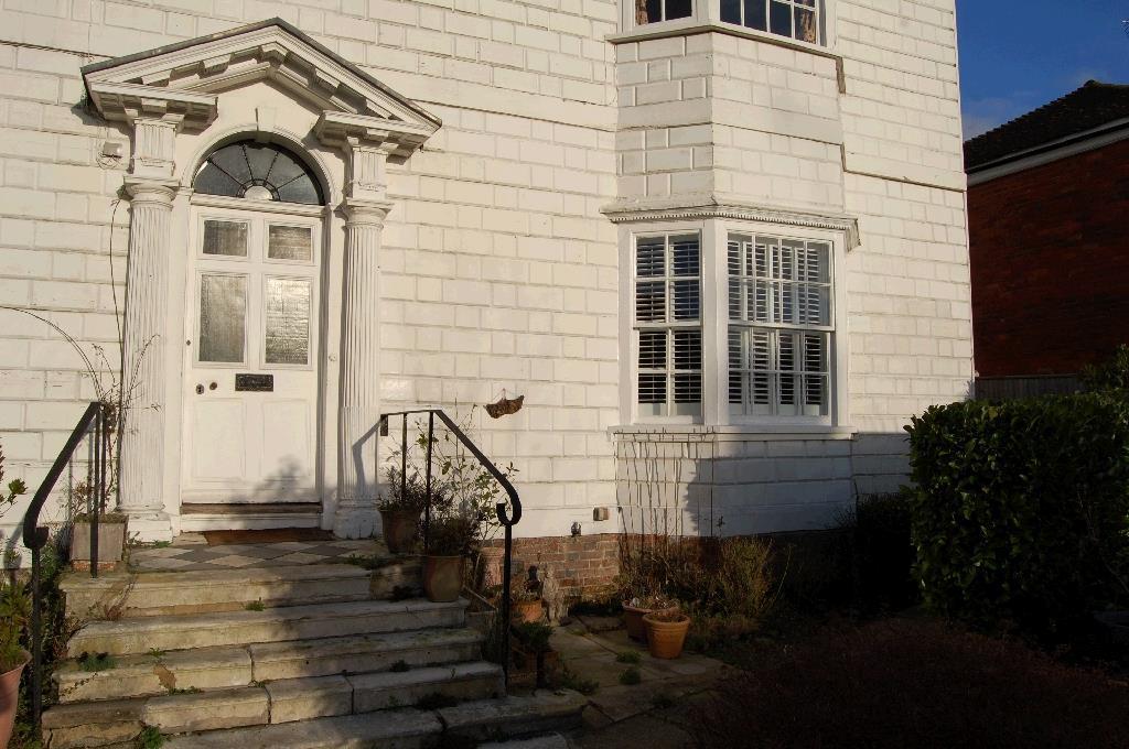 2 Bedrooms Flat for sale in Beacon Oak Road, Tenterden