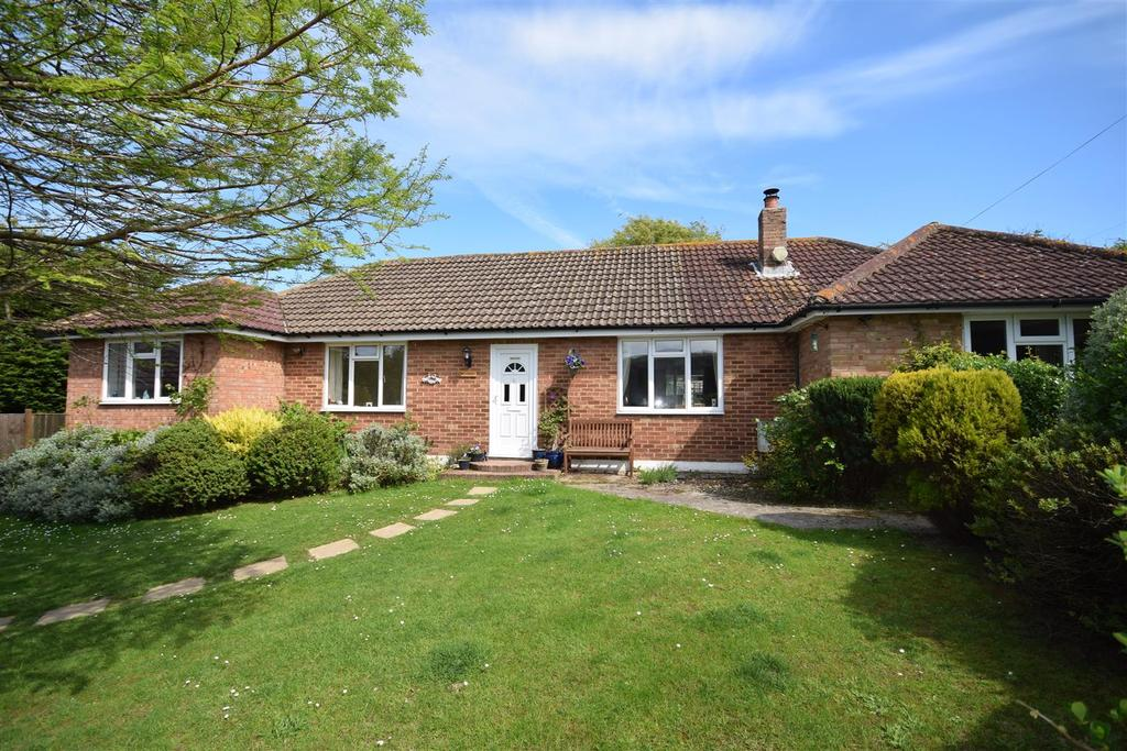 4 Bedrooms Bungalow for sale in Smugglers Way, Fairlight
