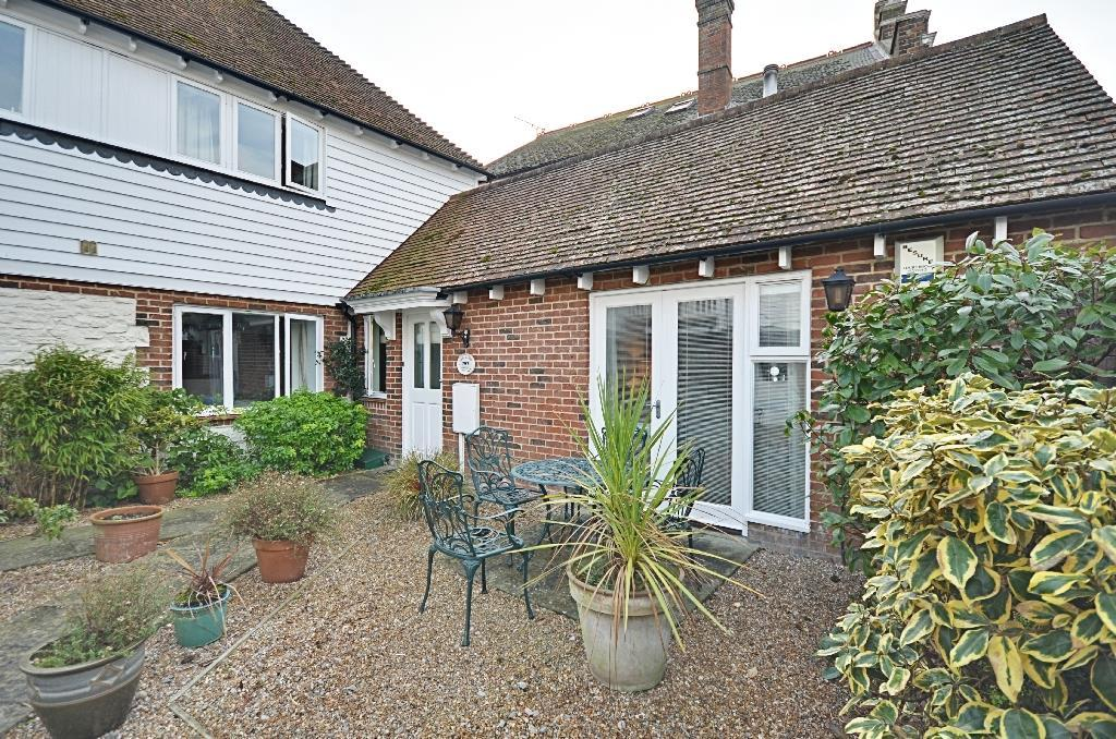 2 Bedrooms Semi Detached House for sale in Jarretts Close, Rye