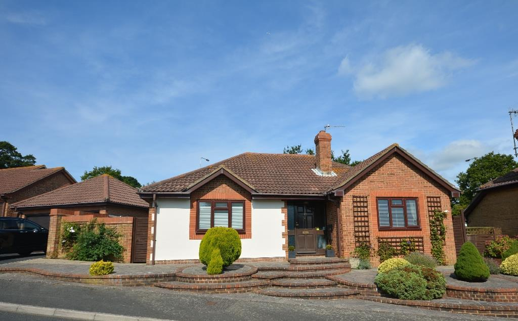 3 Bedrooms Bungalow for sale in Fairfield Chase, Bexhill-On-Sea