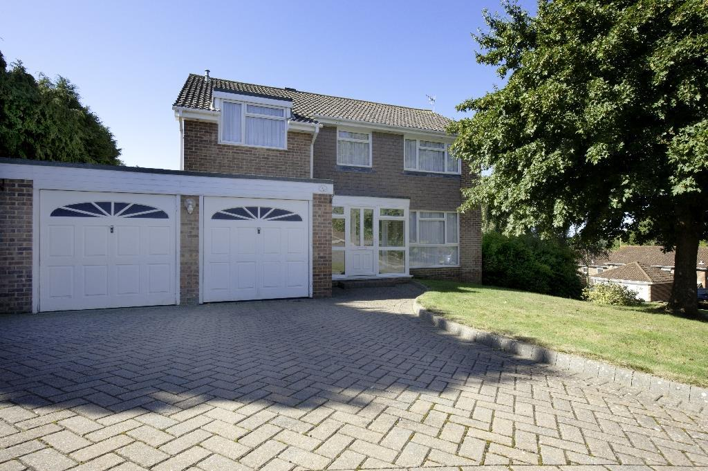 4 Bedrooms Detached House for sale in The Suttons, St. Leonards-On-Sea