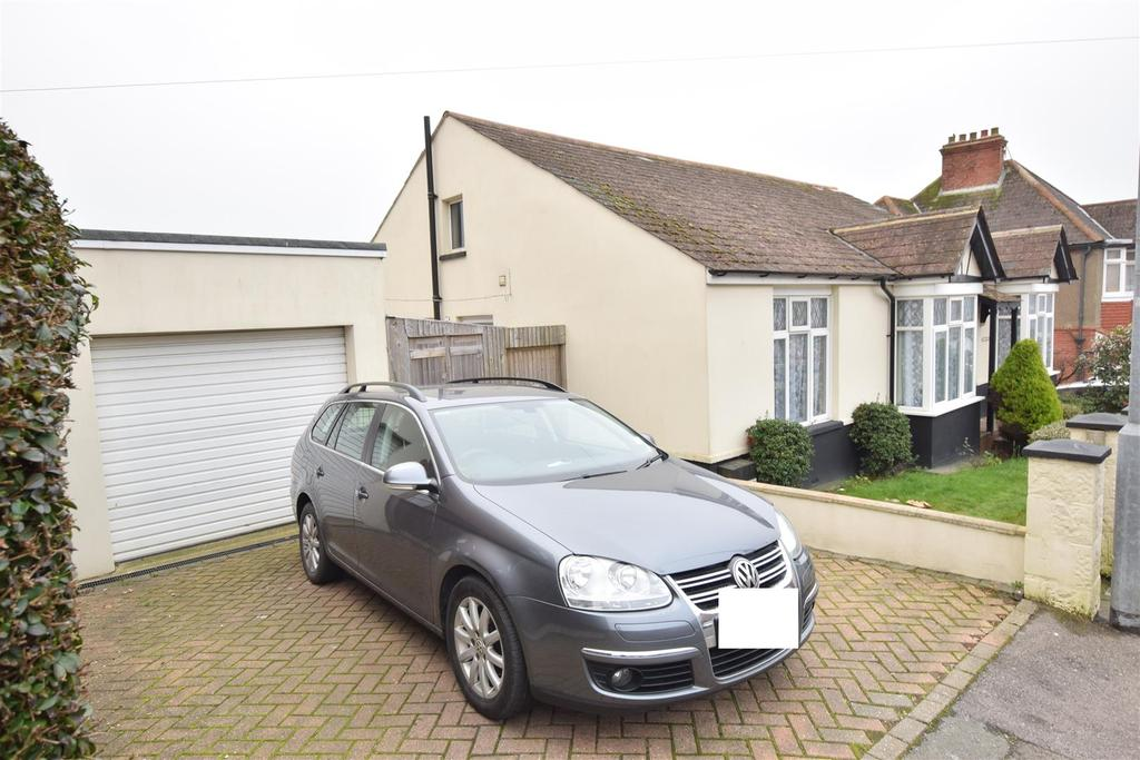 3 Bedrooms Bungalow for sale in Saxon Road, Hastings