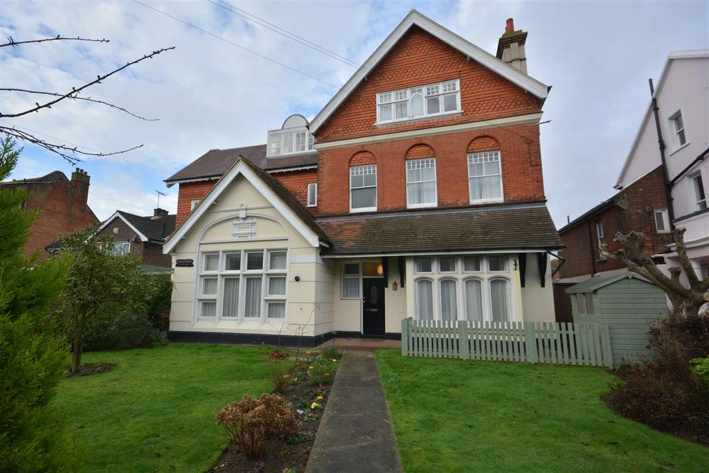 2 Bedrooms Flat for sale in Sedlescombe Road South, St. Leonards-On-Sea