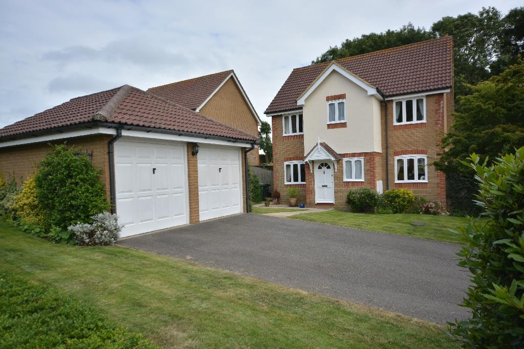 4 Bedrooms Detached House for sale in Whittlewood Close, St. Leonards-On-Sea