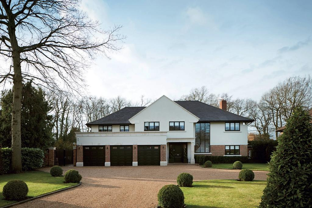 4 Bedrooms Detached House for sale in Birch Mead Farnborough Park BR6