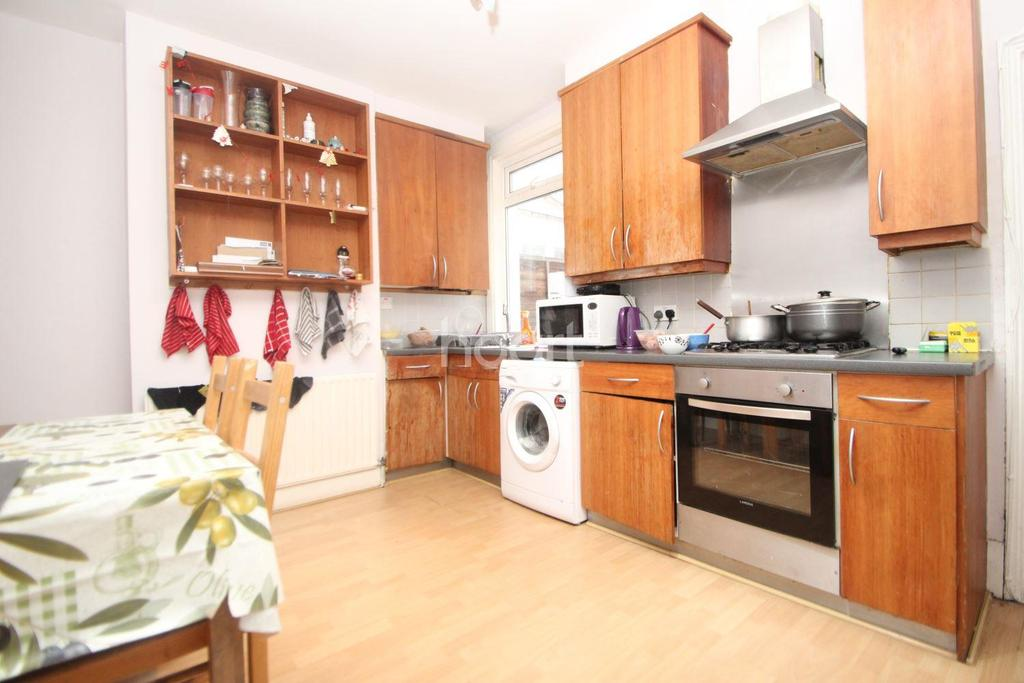 3 Bedrooms Terraced House for sale in Richford Road, London, E15
