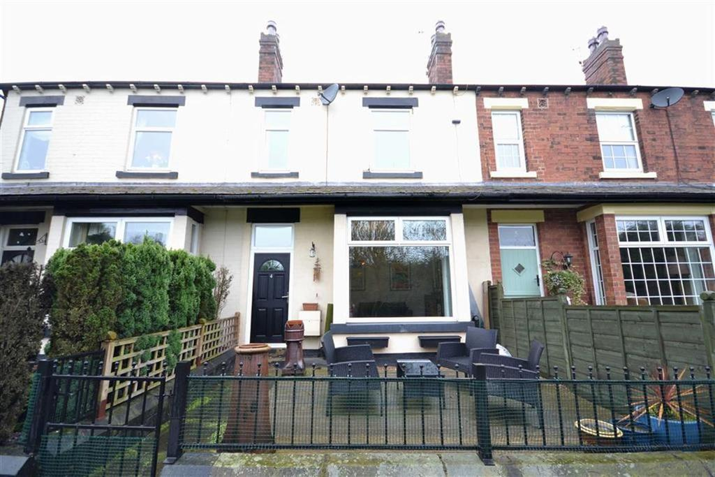 3 Bedrooms Terraced House for sale in Lowther Terrace, Swillington Common, Leeds, LS15