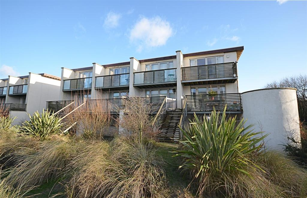 2 Bedrooms Semi Detached House for sale in Royal William Square, Camber