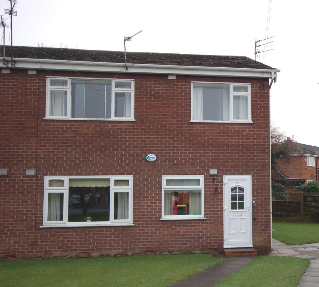 2 Bedrooms Flat for sale in Roseacre Drive, Heald Green, Cheadle, Cheshire SK8
