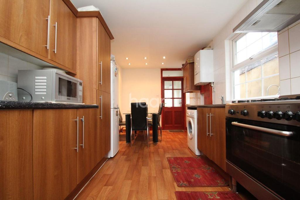 3 Bedrooms Terraced House for sale in New City Road, Plaistow