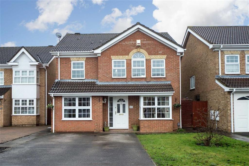 4 Bedrooms Detached House for sale in Crabtree Way, Dunstable, Bedfordshire, LU6