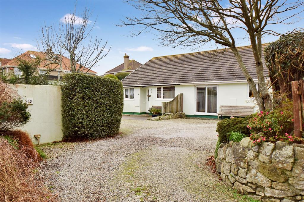 3 Bedrooms Semi Detached Bungalow for sale in Chestnut Close, Falmouth
