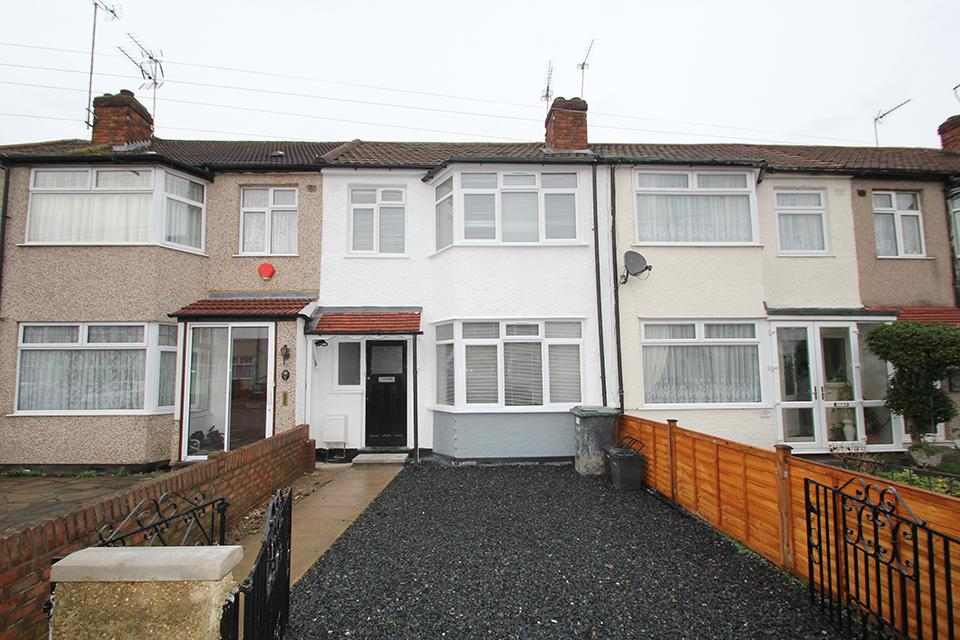 3 Bedrooms Terraced House for sale in Aylands Road, Enfield, EN3