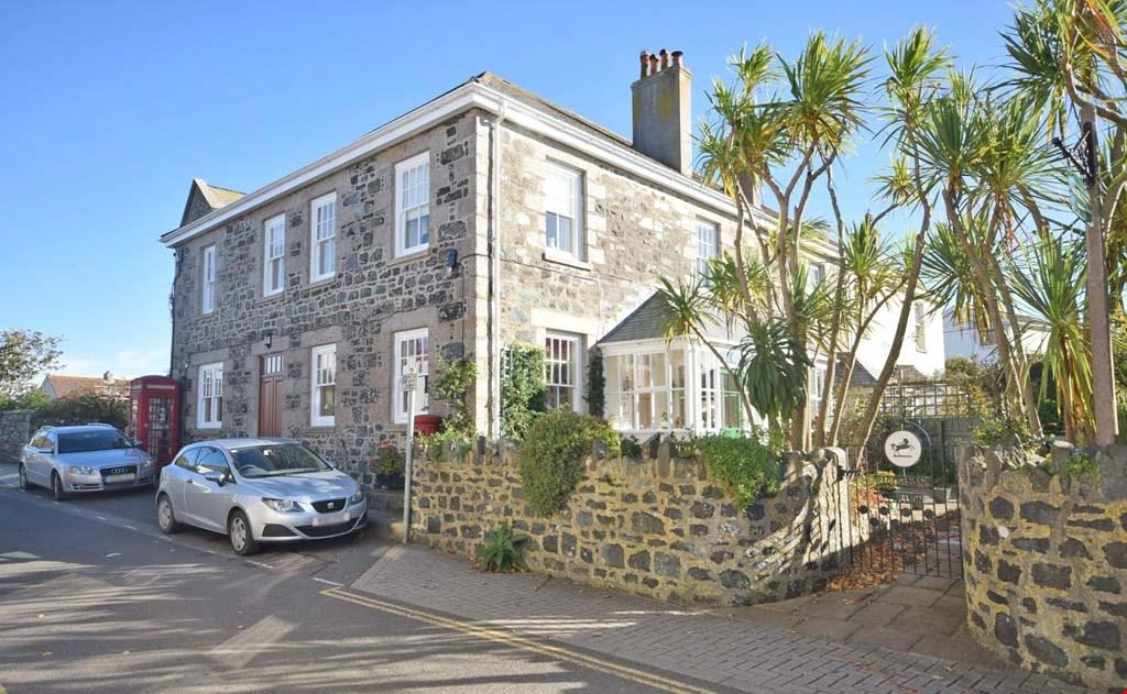 4 Bedrooms Detached House for sale in Churchtown, Mullion, Helston, Cornwall, TR12
