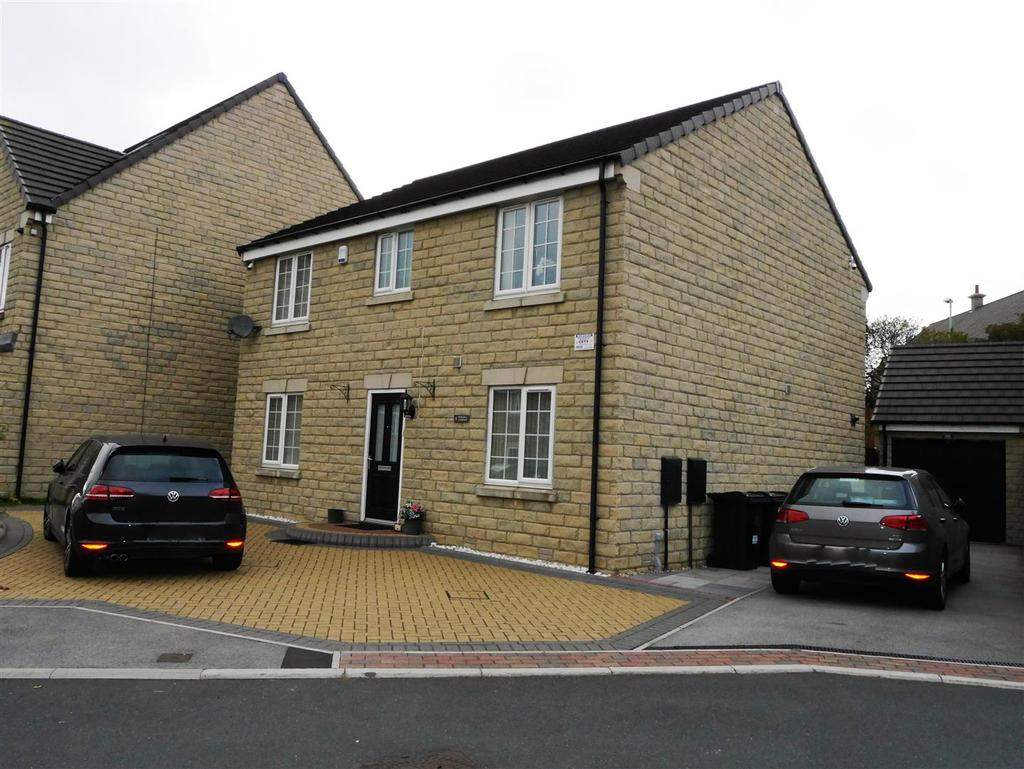 4 Bedrooms Detached House for sale in Newhall Gardens, Rooley Lane, Bradford, BD5 8DU