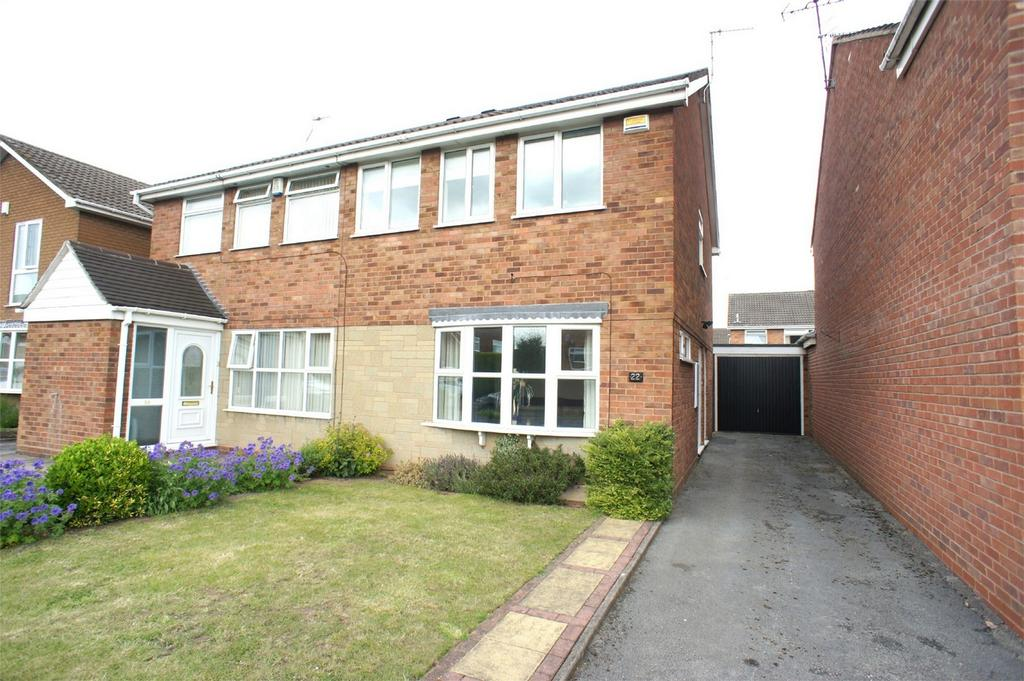 3 Bedrooms Semi Detached House for sale in Charterfield Drive, Kingswinford, West Midlands