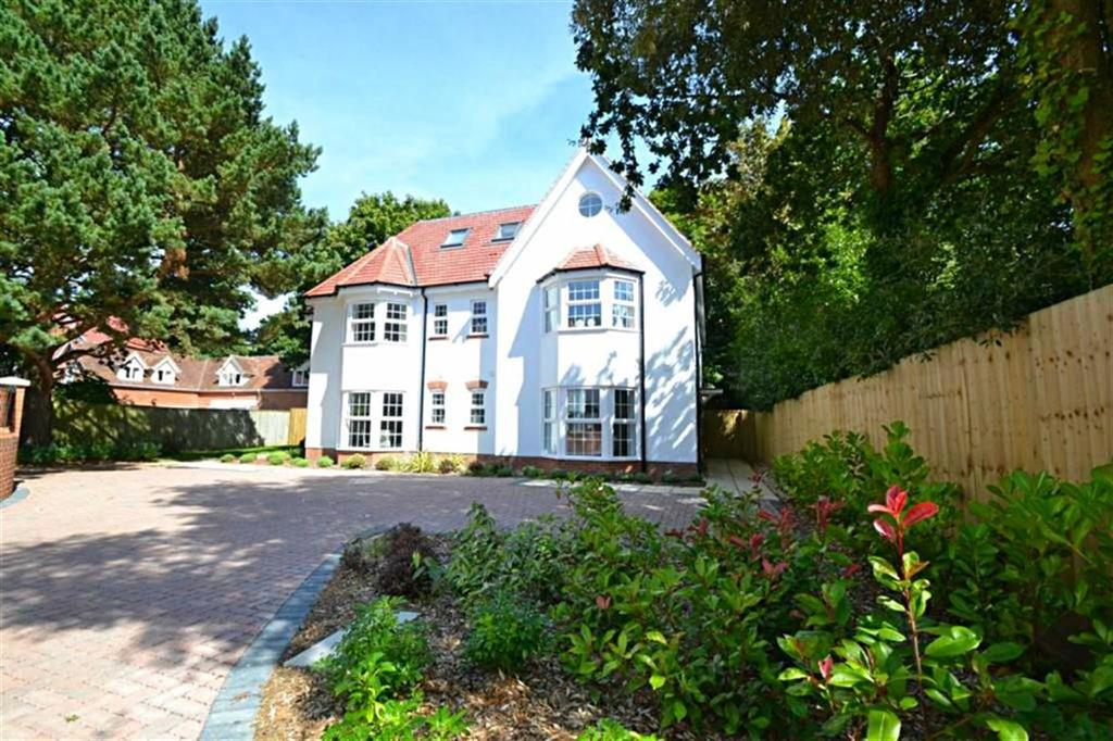 4 Bedrooms Semi Detached House for sale in Forest Road, Poole, Dorset