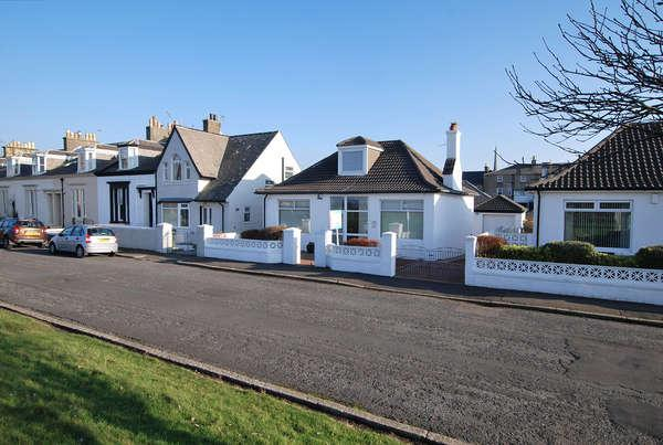 3 Bedrooms Detached Bungalow for sale in 10 Arran Terrace, Ayr, KA7 1JF