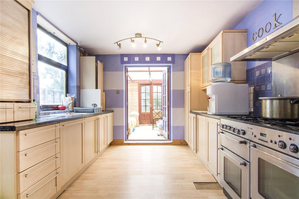 3 Bedrooms End Of Terrace House for sale in Woodhouse Road, London, E11