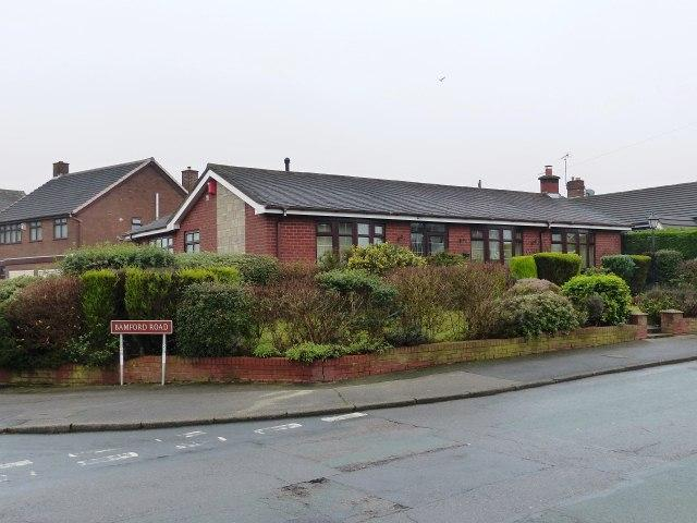 2 Bedrooms Detached Bungalow for sale in Sanstone Road,Little Bloxwich,Walsall