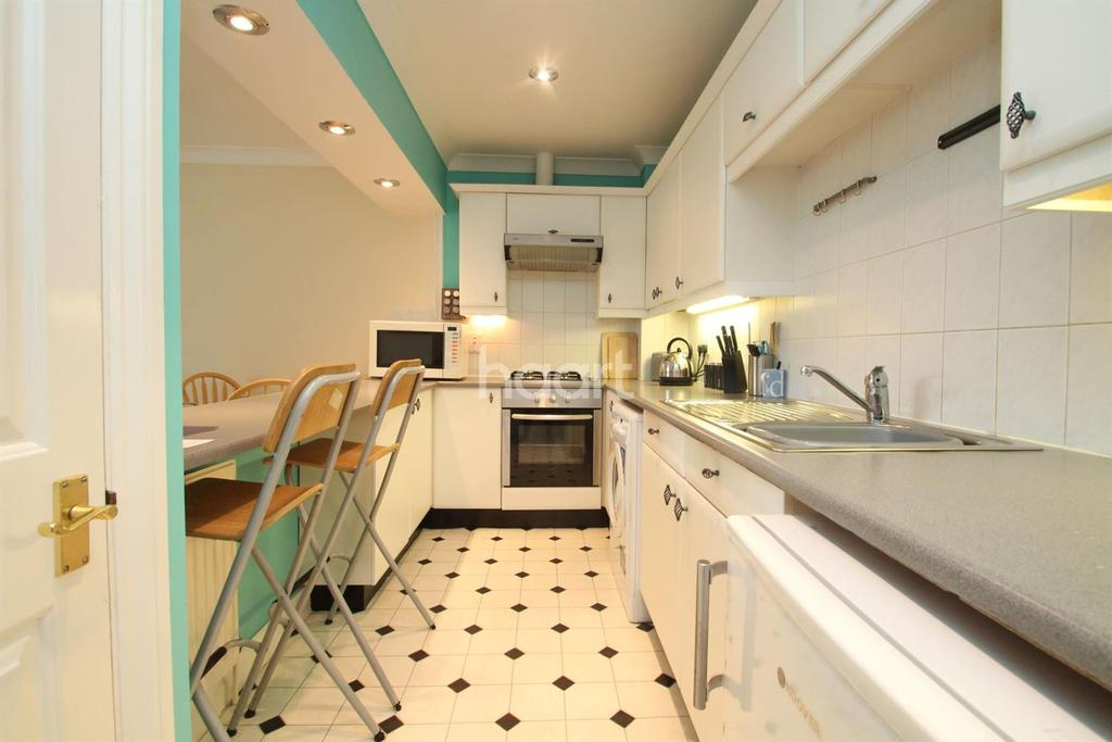 2 Bedrooms Flat for sale in Edward Court, Capstone Road, Chatham