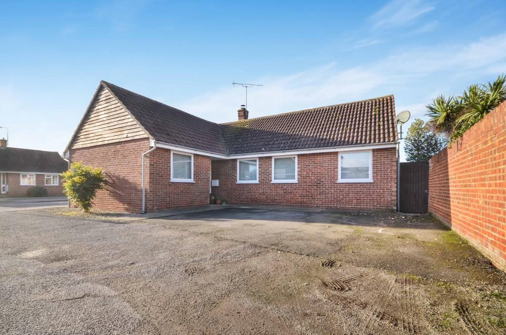 3 Bedrooms Detached Bungalow for sale in Woodfield Drive, West Mersea
