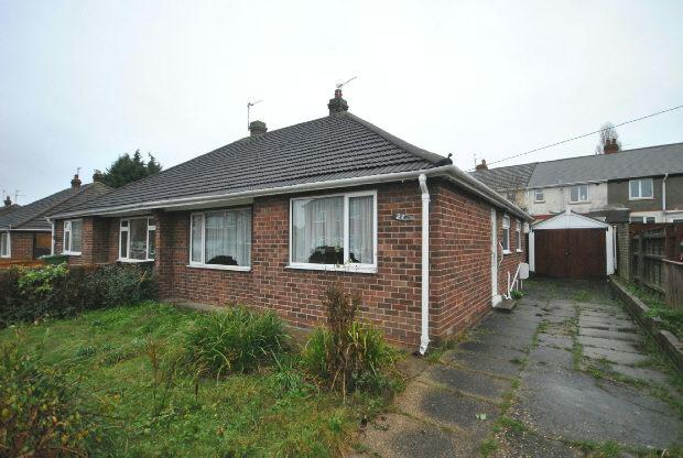 2 Bedrooms Semi Detached Bungalow for sale in Longfield Road, GRIMSBY