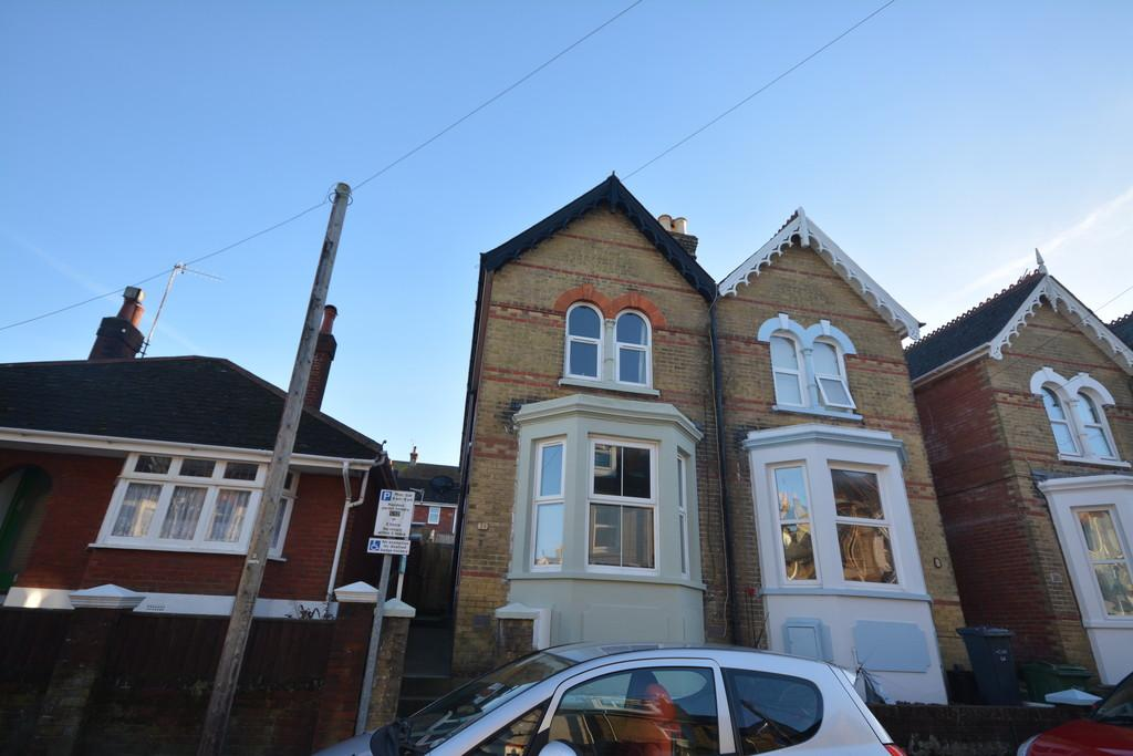 3 Bedrooms Semi Detached House for sale in Beckford Road, Cowes