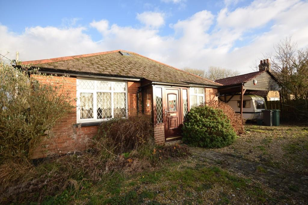 2 Bedrooms Detached Bungalow for sale in Five Houses Lane, Calbourne