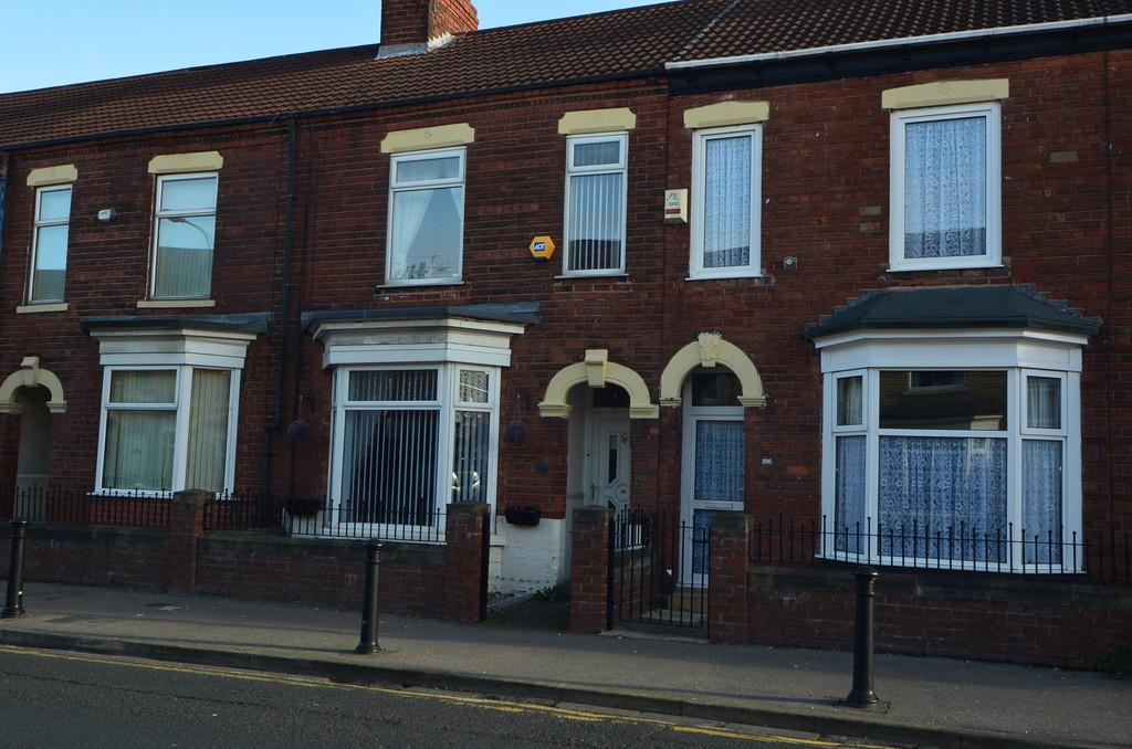 3 Bedrooms Terraced House for sale in New Bridge Road, Hull