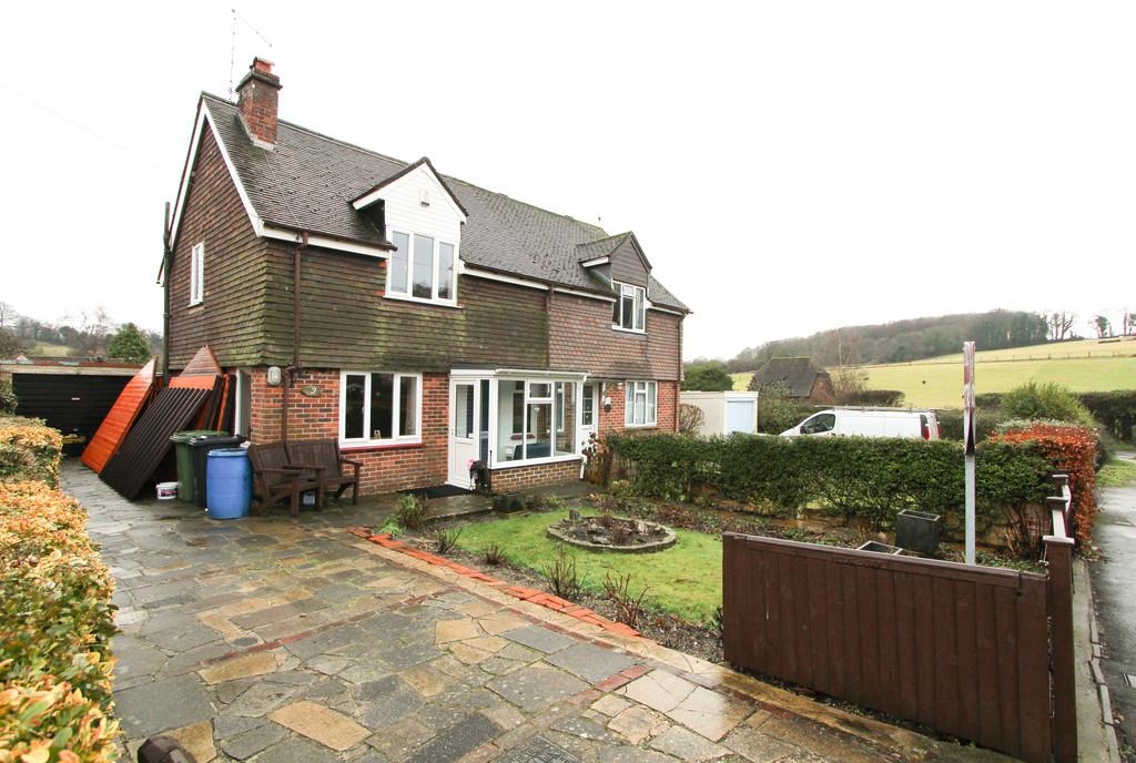 3 Bedrooms Semi Detached House for sale in Stewarts Green, Hambledon
