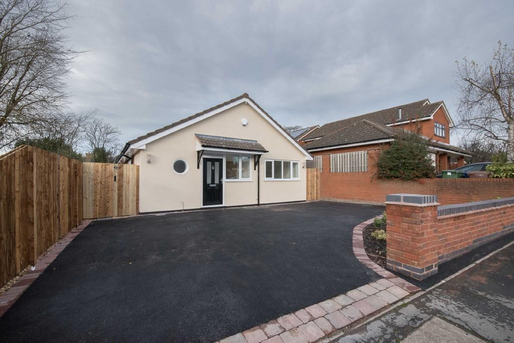 3 Bedrooms Detached Bungalow for sale in Bideford Way, Cannock