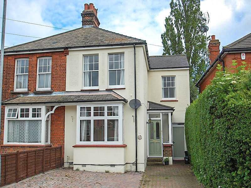 3 Bedrooms Semi Detached House for sale in Kimpton Avenue, Brentwood, Essex, CM15