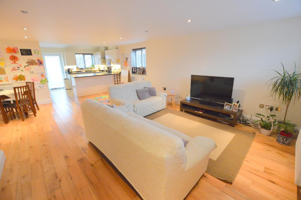 3 Bedrooms Detached House for sale in Lalleford Road, Vauxhall Park, Luton, LU2 9JQ