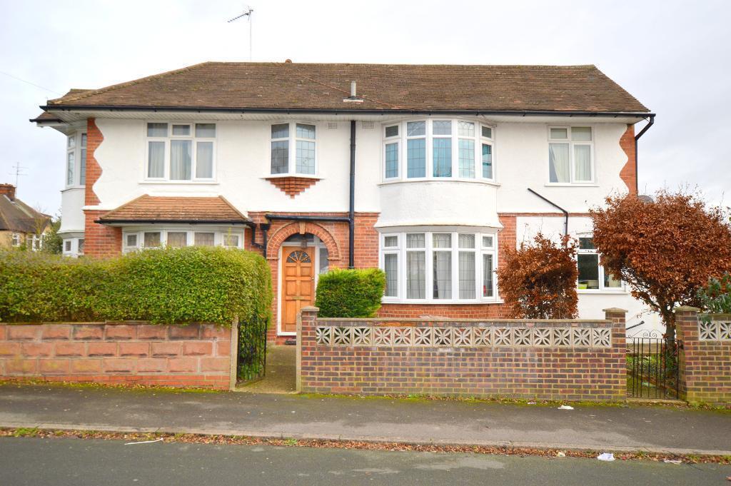 3 Bedrooms Detached House for sale in Cranleigh Gardens, Luton, LU3 1LT