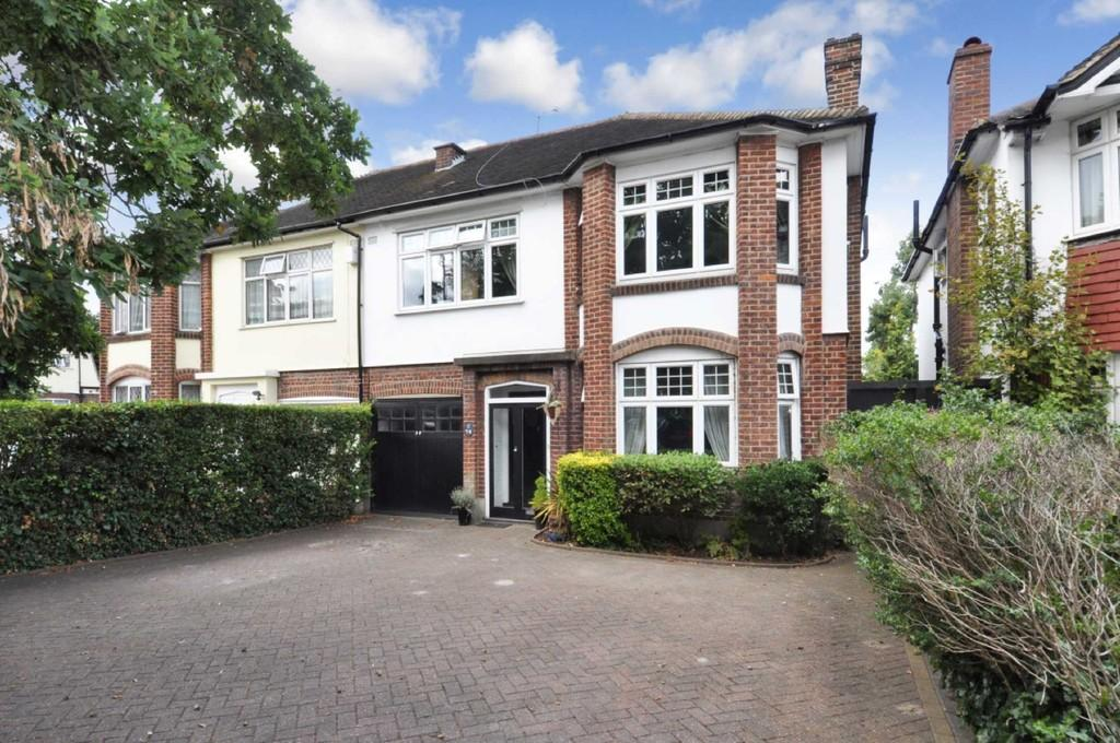 4 Bedrooms Semi Detached House for sale in High Road, Buckhurst Hill