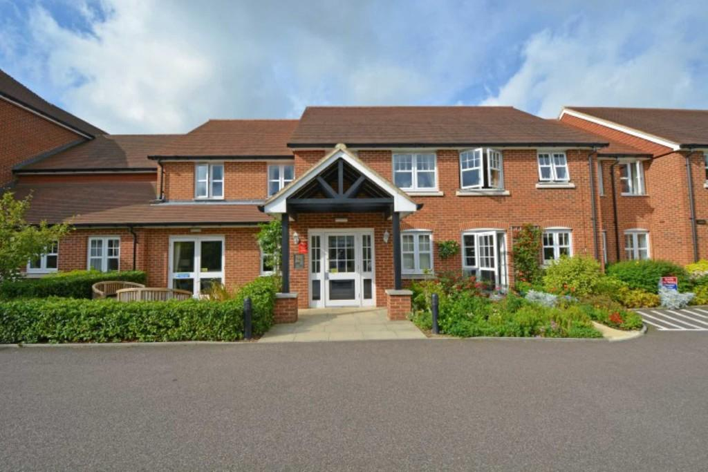 2 Bedrooms Apartment Flat for sale in Stewart Court, Epping