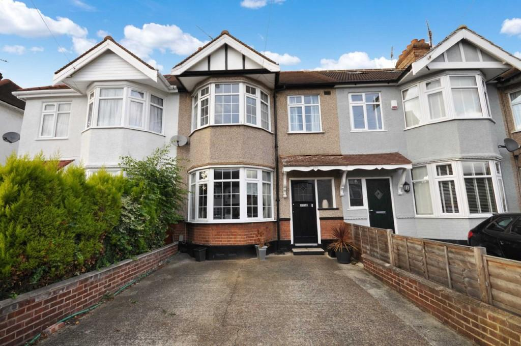 3 Bedrooms Terraced House for sale in Buckhurst Way, Buckhurst Hill